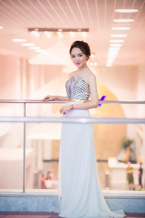 Mai Phương Thúy, Thủy Tiên cạnh tranh ngôi mặc đẹp - 12