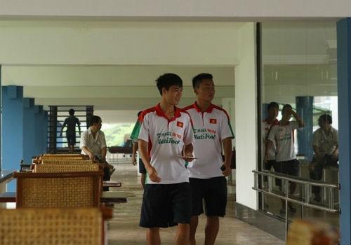 Bầu Đức tới khách sạn họp kín cùng U19 Việt Nam - 2