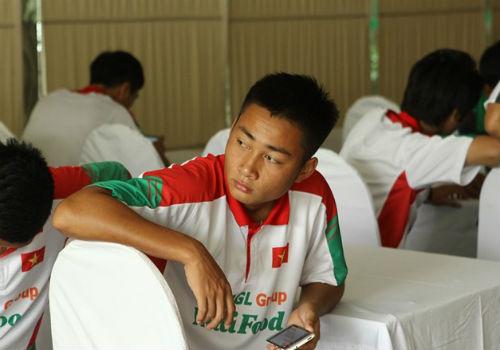 Bầu Đức tới khách sạn họp kín cùng U19 Việt Nam - 8