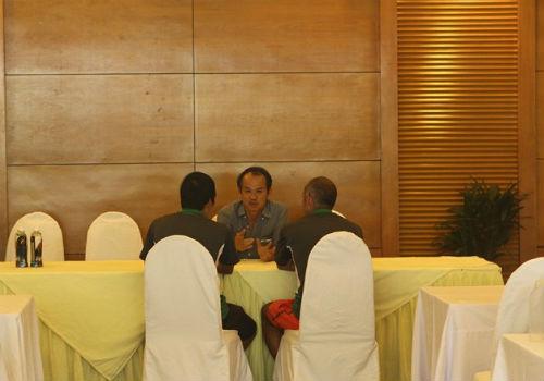 Bầu Đức tới khách sạn họp kín cùng U19 Việt Nam - 14