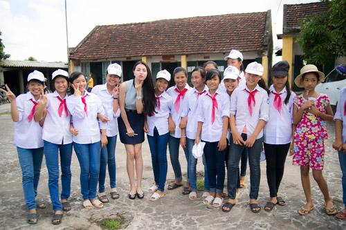 Trà Hằng xuyên Việt mang Trung thu đến người nghèo, trẻ bất hạnh - 9
