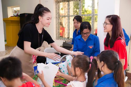 Trà Hằng xuyên Việt mang Trung thu đến người nghèo, trẻ bất hạnh - 6