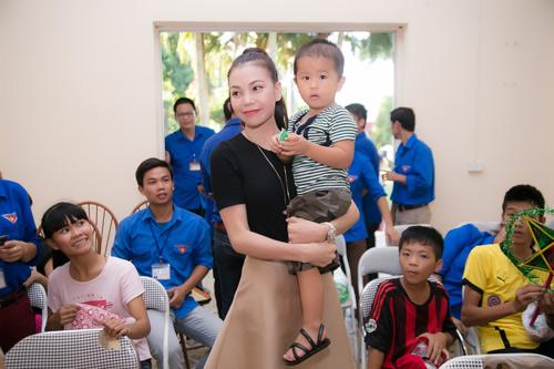 Trà Hằng xuyên Việt mang Trung thu đến người nghèo, trẻ bất hạnh - 7
