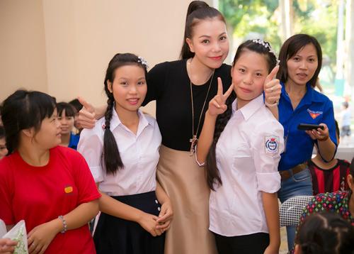 Trà Hằng xuyên Việt mang Trung thu đến người nghèo, trẻ bất hạnh - 8