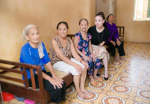 Trà Hằng xuyên Việt mang Trung thu đến người nghèo, trẻ bất hạnh - 2