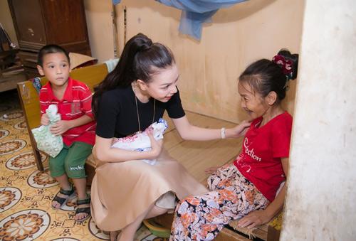Trà Hằng xuyên Việt mang Trung thu đến người nghèo, trẻ bất hạnh - 3