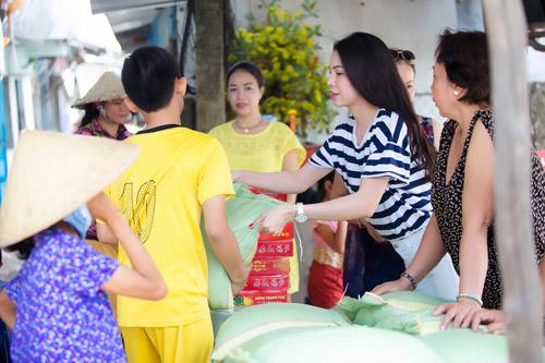 Trà Hằng xuyên Việt mang Trung thu đến người nghèo, trẻ bất hạnh - 1