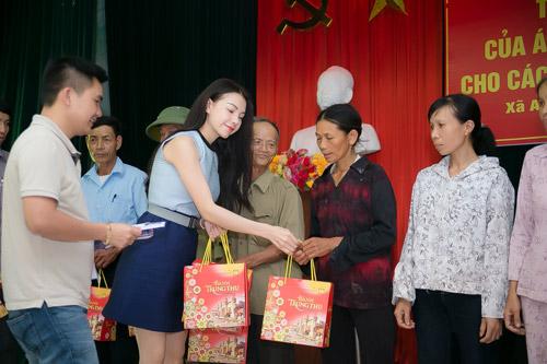 Trà Hằng xuyên Việt mang Trung thu đến người nghèo, trẻ bất hạnh - 10