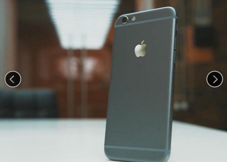 Trong lúc Apple chưa chính thức tung iPhone phiên bản mới ra thị trường thì hàng loạt ốp lưng, bao da dành cho nó đã xuất hiện tràn lan trên mạng, đặc biệt là trang mua bán trực tuyến Amazon.com.  Theo đó, những phụ kiện này được giới thiệu phù hợp cho cả iPhone phiên bản 4,7-inch và 5-inch, với đủ các kiểu thiết kế rất đa dạng. Đặc biệt, một số ốp lưng còn được tích hợp cả đế đỡ iPhone khá thời trang và tinh tế.  Trước đó, nhiều hình ảnh và video liên quan tới iPhone 6 đã bị rò rỉ, song không ai có thể khẳng định được 100% tính xác thực của các thông tin trên. Riêng về Apple, hãng này tuyệt nhiên im lặng trước mọi tin đồn.