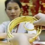"""Tài chính - Bất động sản - Giá vàng """"giậm chân tại chỗ"""", USD vọt tăng"""
