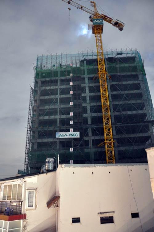 Cháy cần cẩu tại công trường xây dựng căn hộ cao cấp - 2