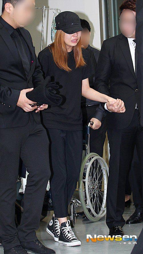 Đám tang đẫm nước mắt của nữ ca sỹ Hàn 23 tuổi - 4