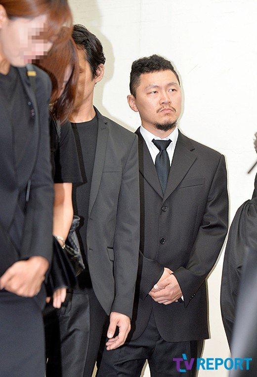 Đám tang đẫm nước mắt của nữ ca sỹ Hàn 23 tuổi - 6