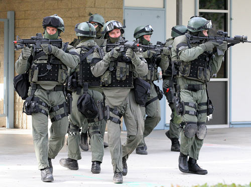 FBI truy bắt 12 đồng phạm của kẻ chặt đầu nhà báo Mỹ - 2