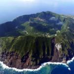 Du lịch - Cuộc sống bên trong núi lửa giữa biển