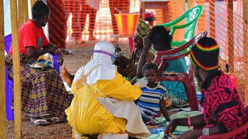 Đại dịch Ebola: 200 người chết một ngày - 2
