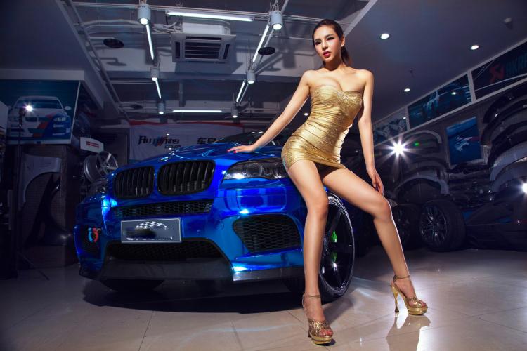 Chân dài tạo dáng tự tin bên xe BMW - 4
