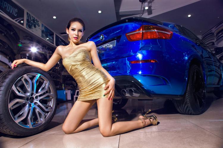 Chân dài tạo dáng tự tin bên xe BMW - 12