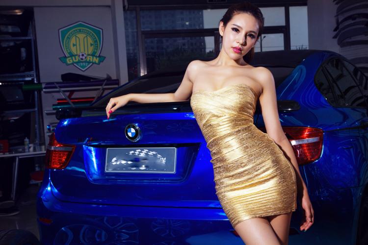 Chân dài tạo dáng tự tin bên xe BMW - 13