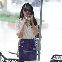 Hương Giang Idol đội mưa đi hẹn hò