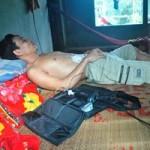 Sức khỏe đời sống - Người duy nhất ở Việt Nam sống nhờ sạc điện vào tim