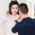 Thời trang - Á hậu Tú Anh xinh đẹp đi thử váy cưới