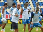 Bóng đá - Ronaldinho bị đối thủ dùng mặt nạ chó sói uy hiếp