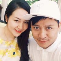 Tuấn Hưng gửi tặng vợ clip ngọt ngào khi đi diễn xa