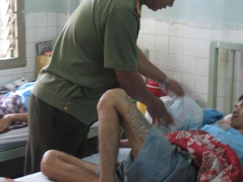 Mỗi năm Việt Nam phát hiện 12.000 người nhiễm HIV - 1