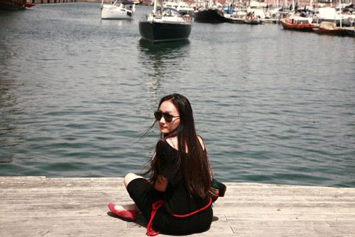 Nữ họa sĩ Việt ấn tượng bởi gu thời trang lãng mạn - 2