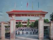 """Giáo dục - du học - """"Bi hài"""" ở Quảng Trị: In hình trường lên vở rồi... bán cho học sinh"""