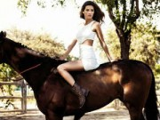 Bóng đá - Hóa thân thành kỵ sỹ, bạn gái Suarez khoe đường cong hút hồn