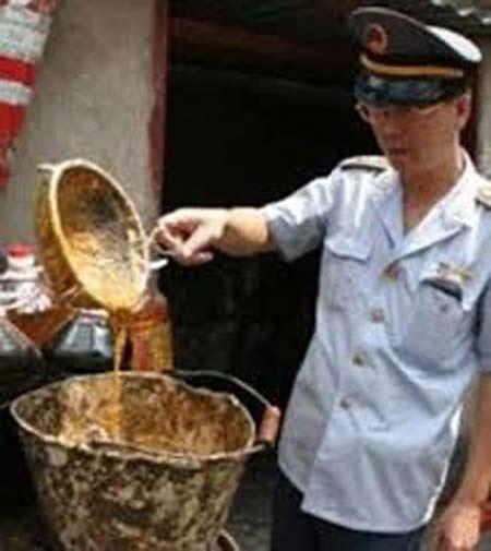 Bộ Y tế đã yêu cầu thu hồi sản phẩm nghi chứa dầu ăn làm từ rác thải.