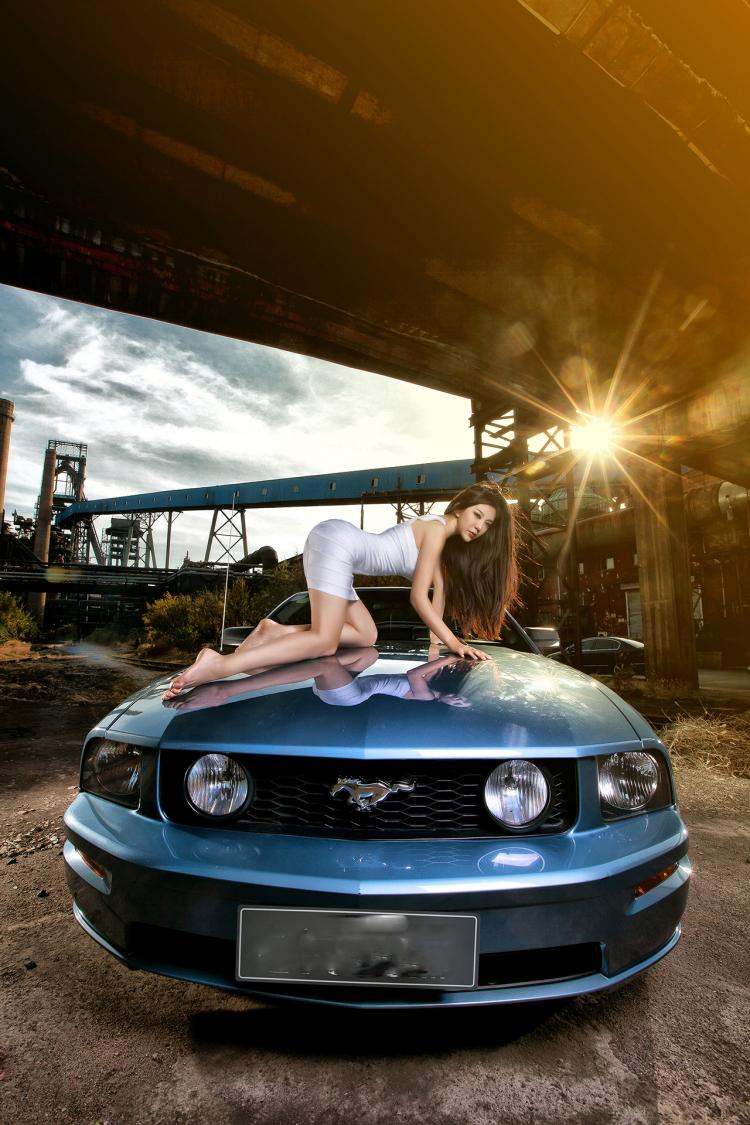 """Chân dài tạo dáng tự tin bên """"ngựa hoang"""" Ford Mustang - 3"""