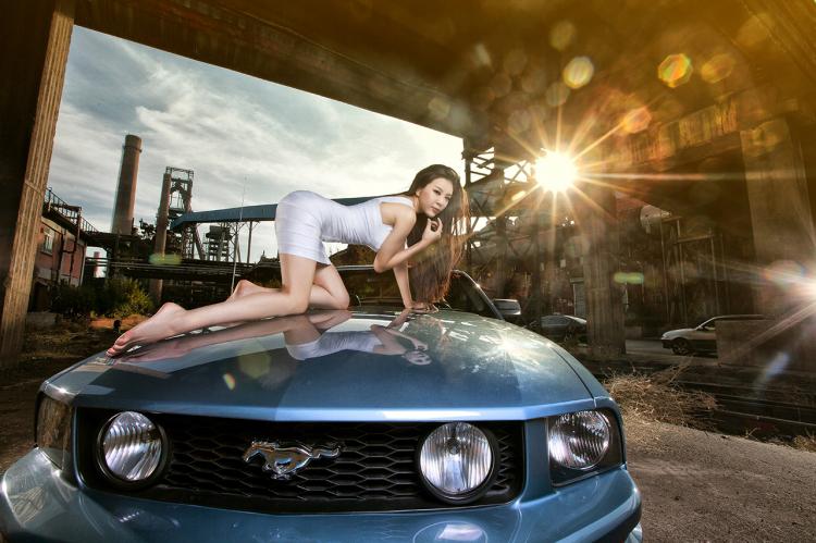 """Chân dài tạo dáng tự tin bên """"ngựa hoang"""" Ford Mustang - 4"""