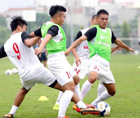 Olympic VN chơi xuất sắc, HLV Miura được khen nhiều - 1