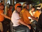 Ca nhạc - MTV - Thủ lĩnh Westlife dạo phố Sài Gòn bằng xe máy