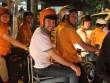 Thủ lĩnh Westlife dạo phố Sài Gòn bằng xe máy