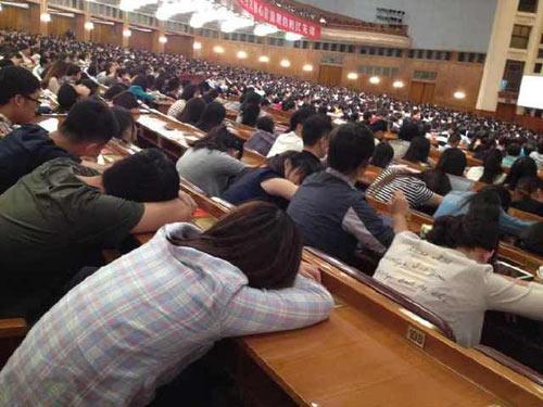 TQ: Giáo sư 92 tuổi giảng bài, sinh viên ngủ la liệt - 3