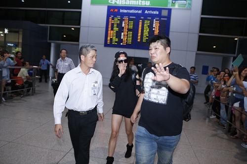 """""""Nữ hoàng cảnh nóng"""" Hàn gây náo loạn sân bay Việt lúc nửa đêm - 6"""