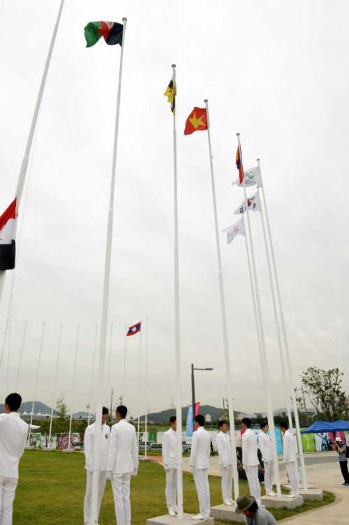 Quốc kỳ Việt Nam tung bay ở ASIAD 17 - 4
