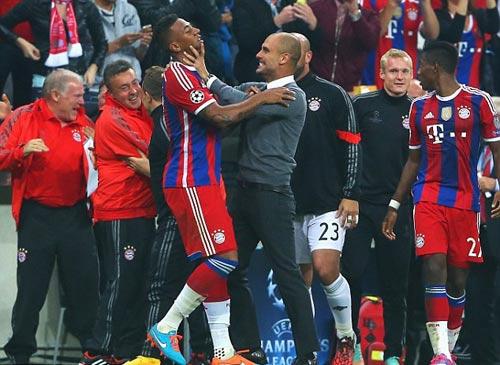 Pep hài lòng về Bayern, Man City bất phục - 1