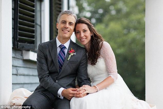 Cặp đôi tái hợp sau 14 năm lạc mất nhau - 2