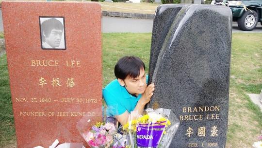 NSƯT Kim Tiểu Long viếng mộ Lý Tiểu Long - 3