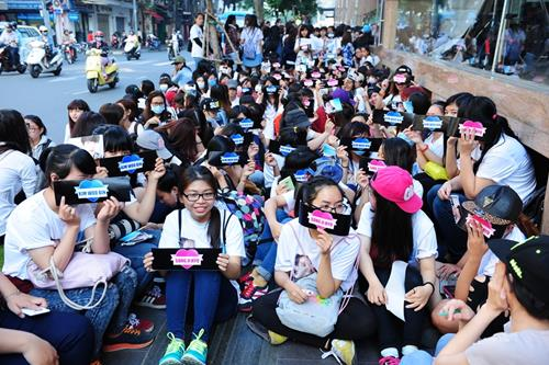 """Fan Việt xếp hàng để ngắm """"nữ hoàng cảnh nóng"""" Hàn - 18"""