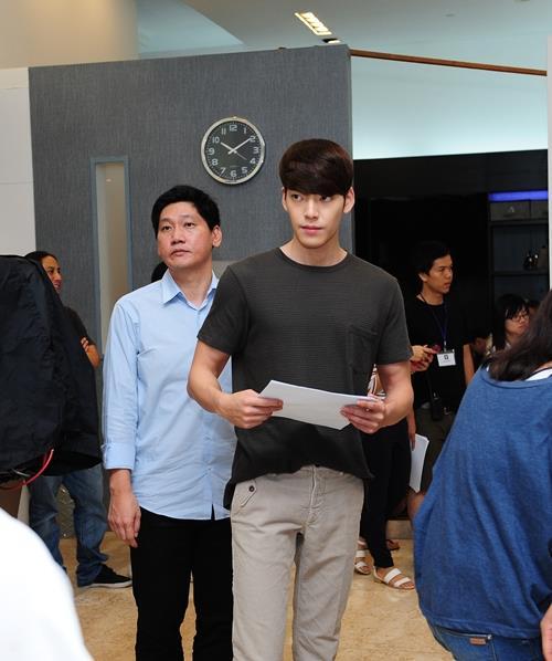 """Fan Việt xếp hàng để ngắm """"nữ hoàng cảnh nóng"""" Hàn - 6"""
