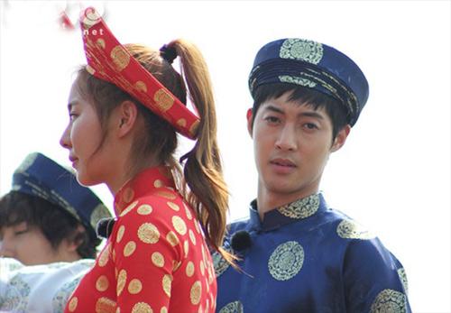 Ngắm sao ngoại đáng yêu diện nón lá, áo dài Việt Nam - 3