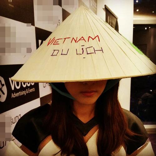 Ngắm sao ngoại đáng yêu diện nón lá, áo dài Việt Nam - 10