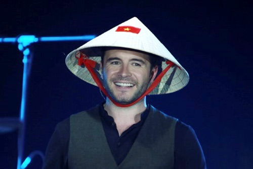 Ngắm sao ngoại đáng yêu diện nón lá, áo dài Việt Nam - 6