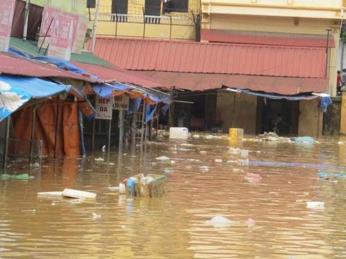 Sau bão, người dân TP Lạng Sơn hối hả chạy lụt - 1